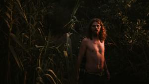 """Fotograma del videoclip de Sergi Blach grabado en Barcelona """"El refugi"""""""